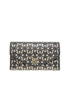 i love this clutch...