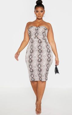 The Plus Taupe Snake Print Corset Midi Dress . Head online and shop this season's range of plus size at PrettyLittleThing. Outfits Plus Size, Dress Plus Size, Plus Size Dresses, Cute Dresses, Dresses For Work, Plus Size Fashion For Women, Plus Fashion, Midi Dress Work, Classy Outfits