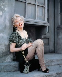 Marilyn Monroe photographed by Milton H. Greene, These risque Marilyn Monroe photographs were taken on the Century Fox studio back lot in Los Angles in Milton believed in Marilyn's. Marylin Monroe, Fotos Marilyn Monroe, Marilyn Monroe Wallpaper, Marilyn Monroe Movies, Young Marilyn Monroe, Classic Hollywood, Old Hollywood, Ute Lemper, Milton Greene
