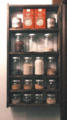 Despensa con tarros de cristal de Ikea Liquor Cabinet, Ikea, Storage, Home Decor, Folk Victorian, Butler Pantry, Pearls, Crystals, Purse Storage