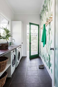 7 Small Laundry Room Design Ideas - Des Home Design Laundry Room Layouts, Small Laundry Rooms, Laundry Room Organization, Laundry Storage, Bathroom Storage, Laundry Area, Mudrooms With Laundry, Vintage Laundry Rooms, Bathroom Ideas