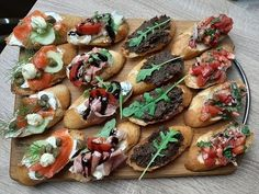 Easy Salad Recipes, Easy Salads, Bruschetta, Crab Stuffed Avocado, Cottage Cheese Salad, Salad Dishes, Seafood Salad, Roasted Meat, Dinner Salads