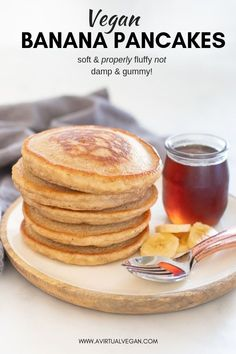 down THE BEST Vegan Banana Pancakes. They are super fluffy and not damp or gummy and they are really quick and easy to make. Hands down THE BEST Vegan Banana Pancakes. They are super fluffy and not damp or gummy and they are really quick and easy to make. Healthy Vegan Dessert, Healthy Vegan Breakfast, Vegan Foods, Vegan Dishes, Healthy Food, Vegan Meals, Healthy Meals, Healthy Candy, Healthy Brunch