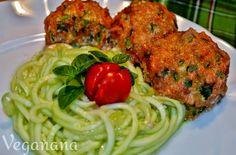 Estou simplesmente apaixonada pela culinária crudivora! Comida viva, cheia de energia e nutrientes, e o melhor de tudo, muito saborosa! Pen...