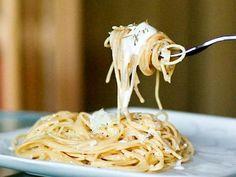 Spaghetti allo yogurt, ricetta light e veloce per un primo piatto gustoso.