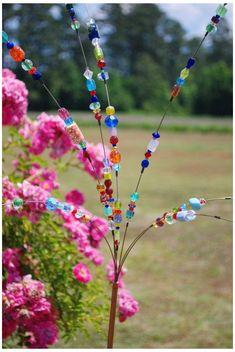Dieser Artikel ist nicht verfügbar | Etsy #garden #bead #art #gardenbeadart Beaded Blossoms -- Garden Bead Art - Wire Suncatcher Sculptures - Beaded Flowers Unique Gardens, Amazing Gardens, Garden Crafts, Garden Projects, Garden Tips, Art Projects, Yard Art, Blossom Garden, Glass Garden Art