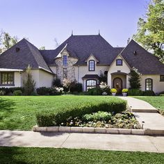 Change the color of the house and add stone... Love this yard!