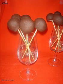 Estos chupa chups son......la bomba.  Si os gusta el queso, nodudéisen hacerlos, están deliciosos además ahora para estas fiestas de n...