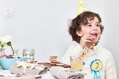 Juhlavieraille voi askarrella vaikkapa jokaisen omalla iällä varustetun tötteröhatun Childrens Party