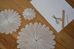 DIY: SNÖBLOMMA | leitntos Diy And Crafts, Arts And Crafts, Paper Crafts, All Things Christmas, Christmas Time, Merry Xmas, Christmas Projects, Paper Flowers, Art For Kids