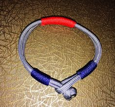 Minimalistic paracord bracelet with microcord