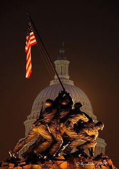 Iwo Jima and the Capitol, Washington D.C.; photo by Dyoshida
