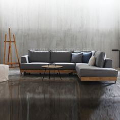 Design γωνιακή σύνθεση με ξύλινη βάση και μεταλλικά πόδια