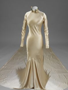 Bias Cut - this cut was originated by Madelaine Voinnet and utilized the diagonal direction of cloth which had greater stretch and drapes to better accentuate the body's curves.
