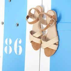 76d8a2fae981 Bocage - Judith - 95€ en promo à 76€. Sandale plate en cuir