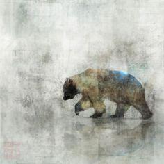 Otso è lo spirito orso della foresta e possiamo trovarlo nel Kalevala, il grande poema epico finlandese. Nonostante le zanne e gli artigli affilati, Otso ha promesso alla dea dei boschi Mielikki di non attaccare mai coloro che hanno un animo nobile. Quando la crudele strega della Lapponia cercherà di aizzarlo contro lo sciamano Vainamoinen, Otso si rifiuterà, onorando la sua promessa. Leggende dal Kalevala - Meet Myths (a)