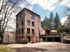 """There is no question why this property is one of the most popular on the site. The Douglas Ellington """"Kells Castle"""" is an iconic landmark on Kimberly Avenue."""