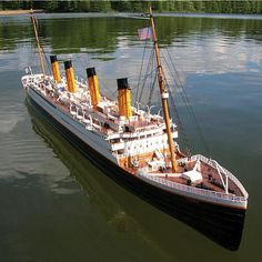 Titanic R/C Boat . Voyage across any lake or pond in the most majestic ocean liner – the RMS Titanic R/C boat. This beautifull. Titanic Ship, Rms Titanic, Titanic Photos, Titanic History, Original Titanic, Remote Control Boat, Rc Remote, Rc Model, Model Ships