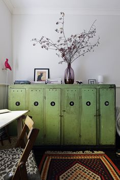 Meuble vintage de style asiatique peint en vert - Asian like furniture vintage style painted in green