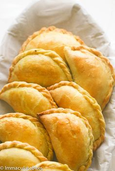 Jamaican Meat Pie Jamaican Beef Patty – Spicy flavorful Jamaican beef patties - beef stuffed in an amazing super easy buttery dough.Comes together quickly and flies off the table. Jamaican Meat Pies, Jamaican Beef Patties, Jamaican Chicken, Jamaican Patty, Jamaican Dishes, Jamaican Recipes, Beef Recipes, Cooking Recipes, Jamaican Appetizers