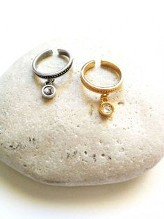 Δωρεάν μεταφορικά άνω των 30€!!  <----------------------------------------->  Δαχτυλίδι γυναικείο με κρεμαστό διακοσμητικό στοιχείο σε ασημί χρώμα  FREE Shipping!!!!  #Jewellery #ανοξείδωτοατσάλι #αξεσουάρ #γυναικειααξεσουαρ #Γυναικείο #Δαχτυλίδι #Καλοκαιρινή #κρεμαστό #electra4u #fashion #style #love #instagood #moda #fashionblogger #photogrl #photooftheday #beautiful #fashionista #art #instafashion #summer #lifestyle #girl Smoothie, Personalized Items, Beautiful, Smoothies