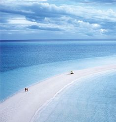 Oh my word...a beach between 2 oceans?How is this true?  #beach  #blue  @Marcia Cunha Howard Cay-Bahamas