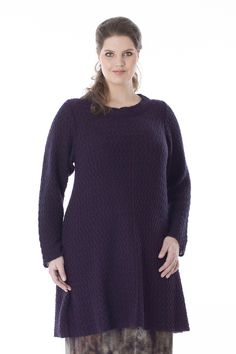 Exelle | Beautiful long tunic knitted in zig-zag structure. Small boat neck with knitted stroke along the neckline. Composition: 80% nylon, 20% mohair.