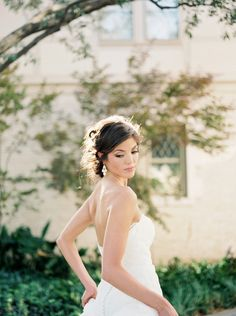 Elegant bridal inspiration http://weddingsparrow.co.uk/2014/08/06/elegant-bridal-style-inspiration/