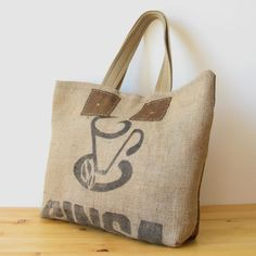 OJALÁ | Burlap & Suede Tote Bag.  Bolso grande de arpillera y antelina confeccionado artesanalmente. Large handmade burlap & suede tote bag. #coffeesacks #repurposed #totebag #coffeesack #upcycled