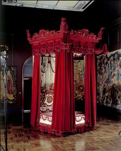 The Melville Bed, Daniel Marot (possibly designer) and Francis Lapiere (possibly maker), about 1700, probably London, museum no. W.35-1949.   The Victoria and Albert Museum, London. Given by the Rt. Hon. the Earl of Melville Bedroom Red, Bedroom Decor, Gothic Bedroom, Bed Design, House Design, New Palace, William And Mary, King William, Marquise