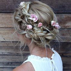 This is hands down my favorite bridesmaid hairstyle I've done to date. Yep. I said it. And I mean it. • #updo #bridalhair #weddinghair #bohochic #boho #crownbraid #bridesmaid #messyhair