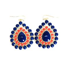 For gameday or everyday. Pair these navy and orange teardrop earrings with our teardrop necklace or have an earrings only day with that perfect pop of Auburn spirit.
