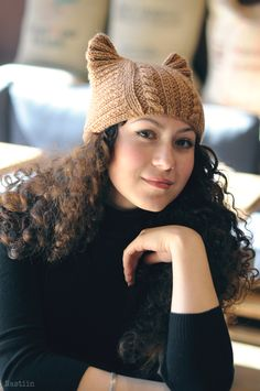 Cat woman costume hat in tan: Nastiin knitwear