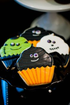 Halloween Little Monsters Cupcakery - one dozen cookies halloween sweets ideas Fall Cookies, Iced Cookies, Cookies Et Biscuits, Holiday Cookies, Cupcake Cookies, Theme Halloween, Halloween Sweets, Halloween Baking, Halloween Food For Party
