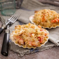 Shell pasta enveloped in creamy mascarpone-cheddar sauce with sweet chunks of Maine lobster. All this is topped with a crunchy mix of panko bread crumbs, herbed butter, lemon zest and parmesan cheese atop a real Half Shell. Check it out on #goldbely!