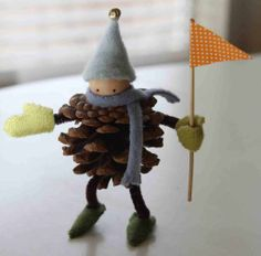 Cute and fun #DIY pine cone elf! A perfect snow day activity
