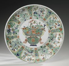 A LARGE FAMILLE-VERTE DISH, QING DYNASTY, KANGXI PERIOD | Lot | Sotheby's