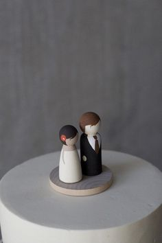 cute cake topper - this looks like me and robin...! :P