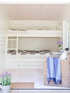 Built In Bunkbeds, Summer Cabins, Cottage Interiors, Little Houses, Beautiful Homes, Interior Design, Room, Inspiration, Home Decor