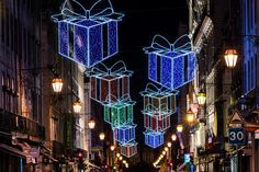 Lisboa @CamaraLisboa   #Lisboa está já iluminada para receber o #Natal. Fotografia de Manuel Levita   Lisbon Christmas lights, Portugal