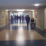 Liever geen donkere vlakken op de vloer, dat wekt angst op. http://www.omgevingspsycholoog.nl