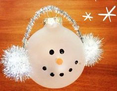 ideas diy easy christmas gifts for men snowman ornaments Homemade Ornaments, Christmas Ornaments To Make, Christmas Crafts For Kids, Christmas Projects, Christmas Art, Holiday Crafts, Christmas Holidays, Holiday Fun, Christmas Bulbs