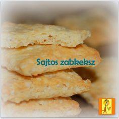 Sajtos zabkeksz Hozzávalók:  7,5 dkg zabpehely 15 dkg fehérliszt 10 dkg vaj 4 dkg reszelt Parmezán sajt  7,5 dkg reszelt Cheddar sajt (vagy Trappista) 2 tojás sárgája 4 tk hideg víz csipet só  Elkészítés:  A zabot és a lisztet egy keverőtálba mérjük, rámorzsoljuk a vajat, rászórjuk a sajtokat. Hozzáadjuk a tojássárgáját és a hideg vizet, majd tésztává gyúrjuk. 30 percig pihentetjük.  Akkor nagyjából 1 cm-esre nyújtuk,  kiszaggatjuk, és előmelegített 200 fokos sütőben 15 percig sütjük.