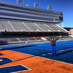 "@ubbullsfootball says, ""Hello Smurf Turf!"" from Boise #HornsUp #uBuffalo #BowlingBulls Join us at: http://www.buffalo.edu/goubbulls.html"