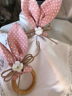 Easter Table Settings, Easter Table Decorations, Easter Projects, Easter Crafts, Easter Celebration, Hoppy Easter, Easter Party, Easter Wreaths, Easter Baskets