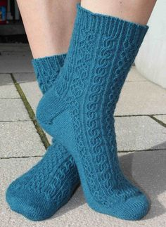 Ravelry: Toe-Up Bayerische pattern by Tanja Murray Aran Knitting Patterns, Knitting Stitches, Knitting Socks, Knit Patterns, Free Knitting, Knit Socks, Stitch Patterns, Knitting Machine, Vintage Knitting