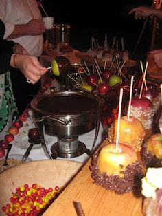 candy apple bar.......fall/halloween Party!!!..SCORE!