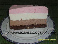 Tort cu mousse de ciocolata si iaurt de capsuni