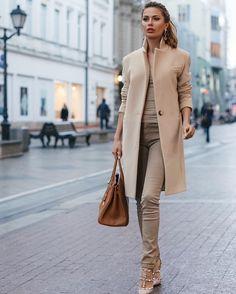 Кашемировое пальто от @victoriabonya ✨✨Бежевое кашемировое пальто от @victoriabonya вечная классика✨Доставка по всему миру✈️✈️✈️