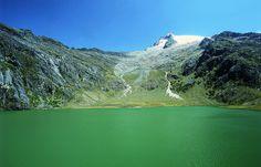 Vista de la Laguna Verde. Es una laguna glacial, ubicada al pie del segundo pico…